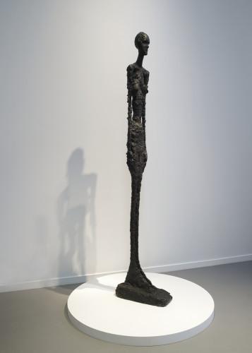 Alberto Giacometti - Grande Femme debout II Photo Fondation Louis Vuitton Marc Domage © Succession Alberto Giacometti.jpeg