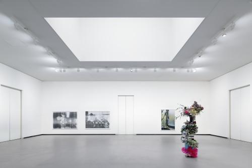 Galerie 5 - Oeuvres de Wolfgang Tillmans et Isa Genzken Photo Fondation Louis Vuitton Martin Argyroglo Wolfgang Tillmans Isa Genzken.jpeg
