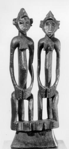Anonyme, Deux figures nues (d'une seule pièce en bois), XIXème siècle ©Moscou, Musée d'État des Beaux-Arts Pouchkine