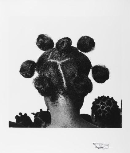 J.D. 'Okhai Ojeikere. Mkpuk eba. 60 x 50 cm. 1974. © J.D. 'Okhai Ojeikere © Courtesy CAAC - The Pigozzi Collection