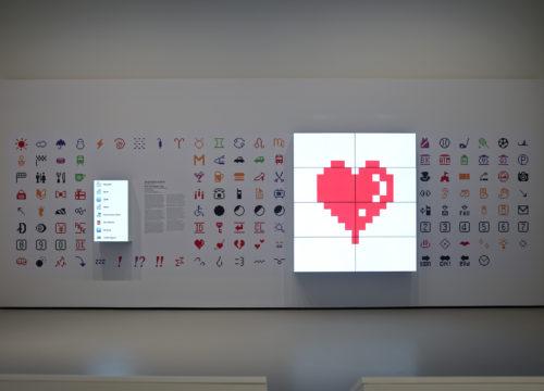 Shigetaka Kurita, vue d'installation, Être moderne : le MoMA à Paris, Fondation Louis Vuitton, Paris, du 11 octobre 2017 au 5 mars 2018. © 2017 NTT DOCOMO. © Fondation Louis Vuitton / Marc Domage