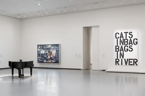 Vue d'installation de l'exposition Être moderne : le MoMA à Paris, galerie 5 (niveau 1), Fondation Louis Vuitton, Paris, du 11 octobre 2017 au 5 mars 2018. © 2017 Sherrie Levine © Jeff Wall 2017 © 2017 Christopher Wool. © Fondation Louis Vuitton / Martin Argyroglo