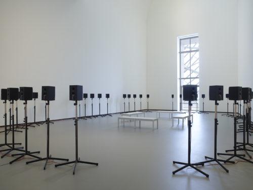 Janet Cardiff, vue d'installation, Être moderne : le MoMA à Paris, galerie 10, Fondation Louis Vuitton, Paris, du 11 octobre 2017 au 5 mars 2018. © 2017 Janet Cardiff. © Fondation Louis Vuitton / Marc Domage