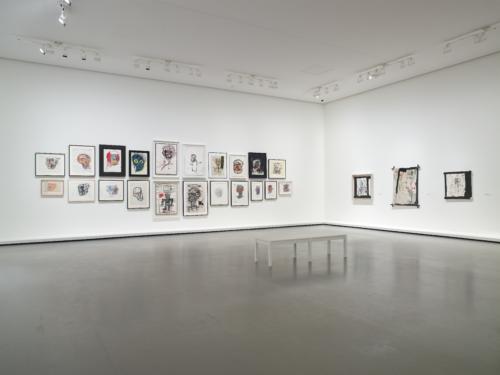 Vue d'installation de l'exposition Jean-Michel Basquiat, galerie 4 (niveau 0), Fondation Louis Vuitton, Paris.