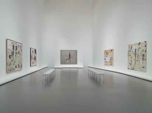Vue d'installation de l'exposition Jean-Michel Basquiat, galerie 10 (niveau 2), Fondation Louis Vuitton, Paris.