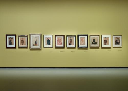 Vue d'installation de l'exposition Egon Schiele, galerie 1 (niveau -1), Fondation Louis Vuitton, Paris.