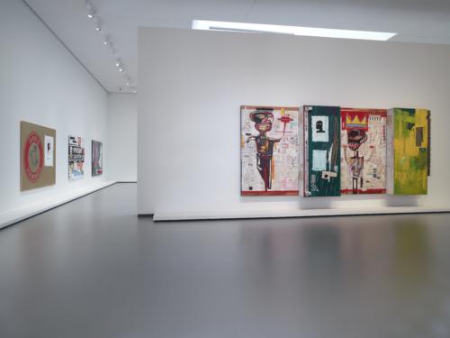 Vue d'installation de l'exposition Jean-Michel Basquiat, galerie 9 (niveau 2), Fondation Louis Vuitton, Paris.