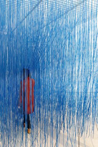 Visiteurs de l'exposition La Collection de la Fondation : le parti de la peinture, du 20 février au 26 août 2019, à la Fondation Louis Vuitton, Paris. © ADAGP, Paris 2019 Crédit photo : © Fondation Louis Vuitton / Felix Cornu