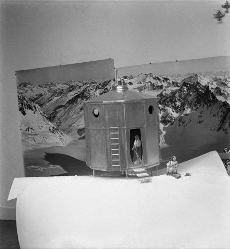Charlotte Perriand, Pierre Jeanneret. Photographie de la maquette « Le refuge Tonneau », 1938 © Adagp, Paris, 2019 © Charlotte Perriand / AChP