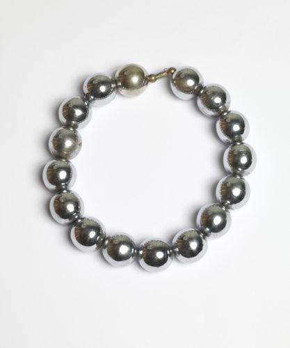 Charlotte Perriand, Collier roulement à billes chromées, Ball-bearing necklace), 1927, © Adagp, Paris, 2019 © AChP