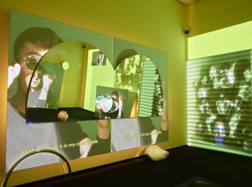 Meriem Bennani, Mission Teens, 2019, Installation vidéo, Vue d'installation, Fondation Louis Vuitton, Paris © Meriem Bennani © Fondation Louis Vuitton / Marc Domage