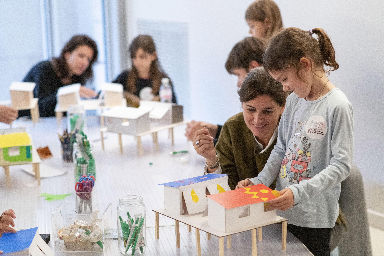 Atelier Ma maison mobile – Exposition Le monde nouveau de Charlotte Perriand © Fondation Louis Vuitton – Martin Argyroglo